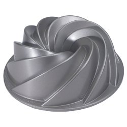 Nordicware Commercial Heritage Bundt Cake Pan, 10 Cup Capacity