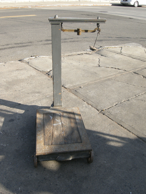 Cheap Antique Floor Scale Approyears Old Used Product Photo