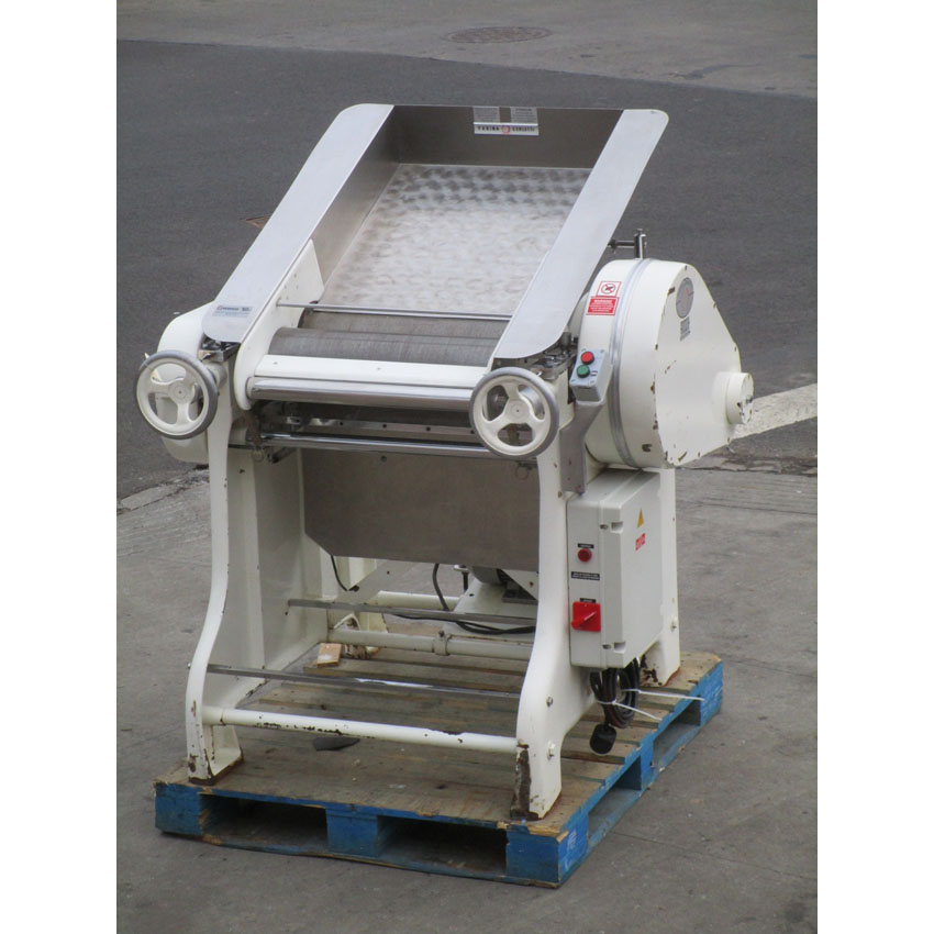 Exquisite Farina Maquinas Dough Refiner Sheeter Breaker Sobadora Great Condition Product Photo